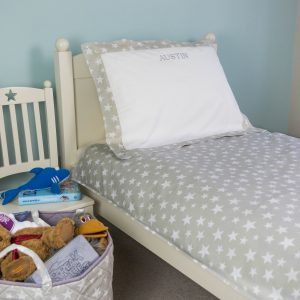 Children's bedding set in our exclusive grey star fabric. 200 thread count cotton percale. Available in 2 sizes. Can be personalised.